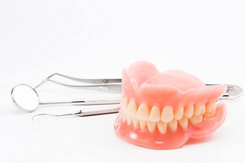 complete dentures 1 - How To Get Rid Of The Taste Of Denture Liners